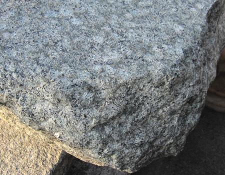 天然御影石 沓脱石 和風住宅 和風リフォーム ウッドデッキ くつ脱ぎ石 縁側 踏み台 上がり口