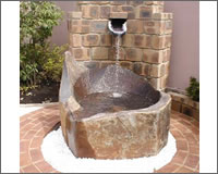 オリジナル壁泉と水晶パワー溢れるお庭♪